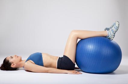 Mit Dem Gymnastikball Ruckenubungen Machen Platinnetz