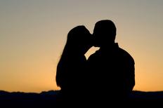 Naoh küssen und mädchen aus im wirklichen leben